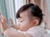 Đông Nhi và Ông Cao Thắng đồng loạt cập nhật tình hình giãn cách của con gái nhỏ khiến fan phì cười