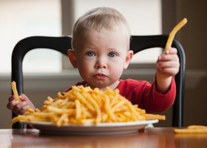 Cho con ăn thả phanh những thực phẩm này chẳng khác gì hại con