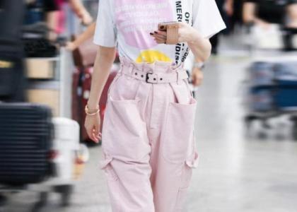 U50 rồi mà Xa Thi Mạn nhìn như gái đôi mươi với set đồ hồng điệu đà