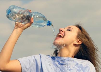 5 sai lầm khi uống nước biến lợi thành hại, bỏ ngay khi chưa quá muộn
